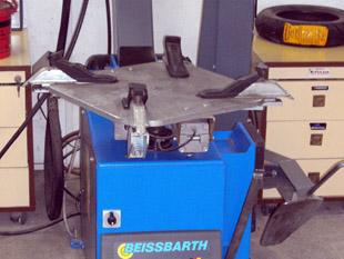 Beissbarth Sensomat MS-63 - Gumiszerelő gép Techroller segédkerettel